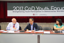 Dr. Kar Yen Leong (center), Assistant Professor, Tamkang University, Department of Global Politics and Economics, addressed the specific challenges to democracy in the economic perspective at the CD Youth Forum.