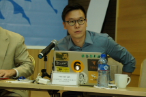 Fei-fang Lin, the leader of sunflower movement, made his presentation.